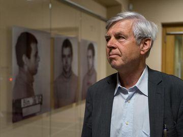 Gilbert Furian in der Ausstellung 'Einblick ins Geheime'