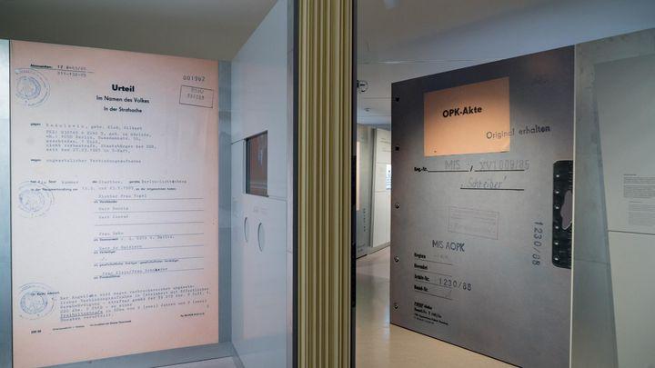 Begehbare Akte in der Ausstellung 'Einblick ins Geheime'