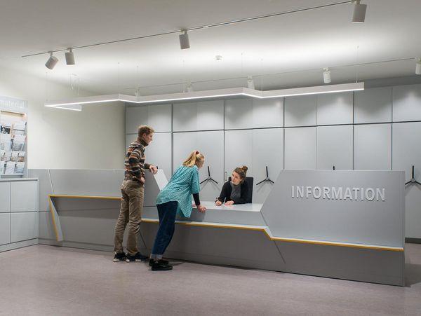 Foto des Informationstresens in der Ausstellung 'Einblick ins Geheime'.